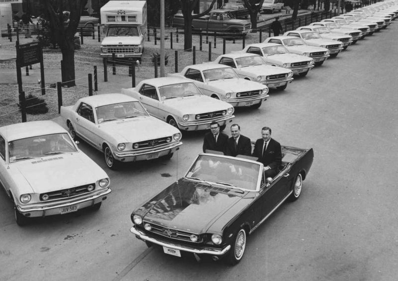 DonaldFrey Lee Iacocca, Henry FordII-Ford-Mustang-1965