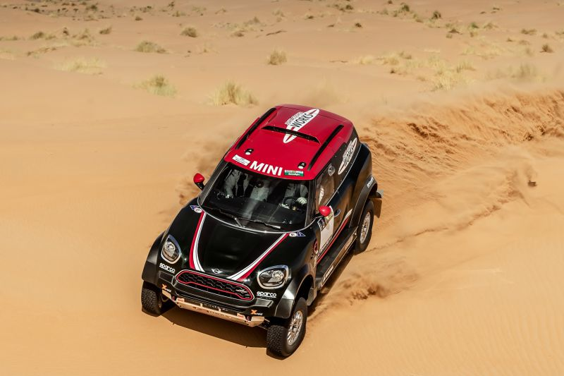 mini-john-cooper-works-rally-02