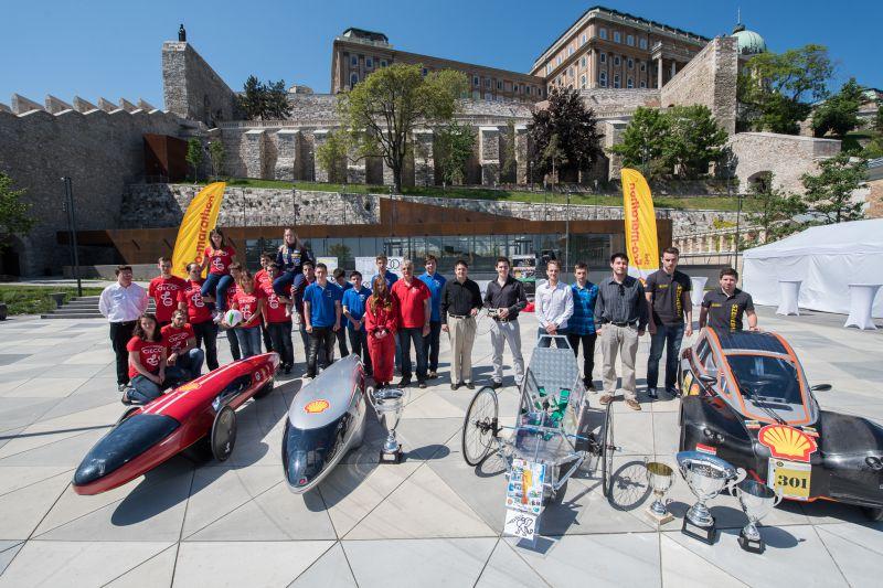 Shell Eco-Marthaon magyar diakcsapatok_csoportkep