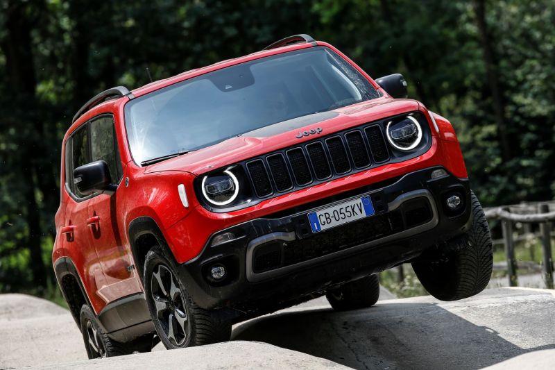 Jeep Renegade TH_4xe (8)