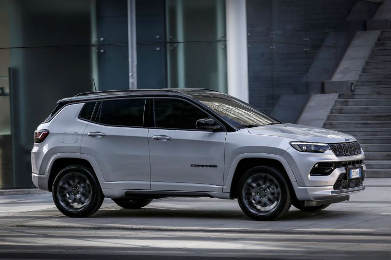 4. New Jeep® Compass S 4xe