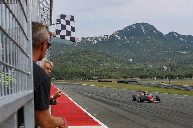 GRT_Gender-Racing_PFDX9823