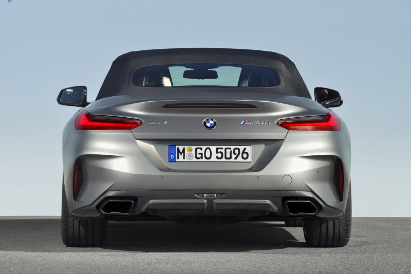 P90318580_highRes_the-new-bmw-z4-roads_resize