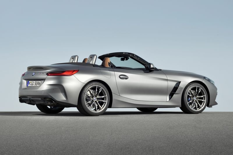 P90318581_highRes_the-new-bmw-z4-roads_resize