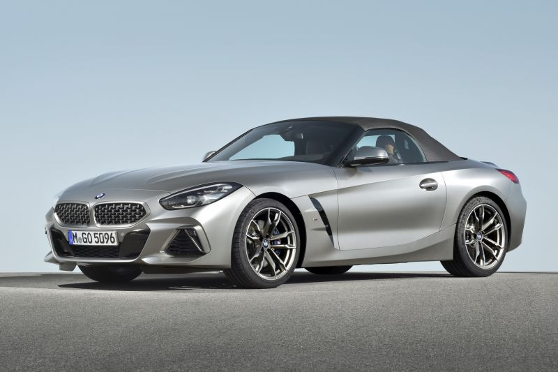 P90318585_highRes_the-new-bmw-z4-roads_resize