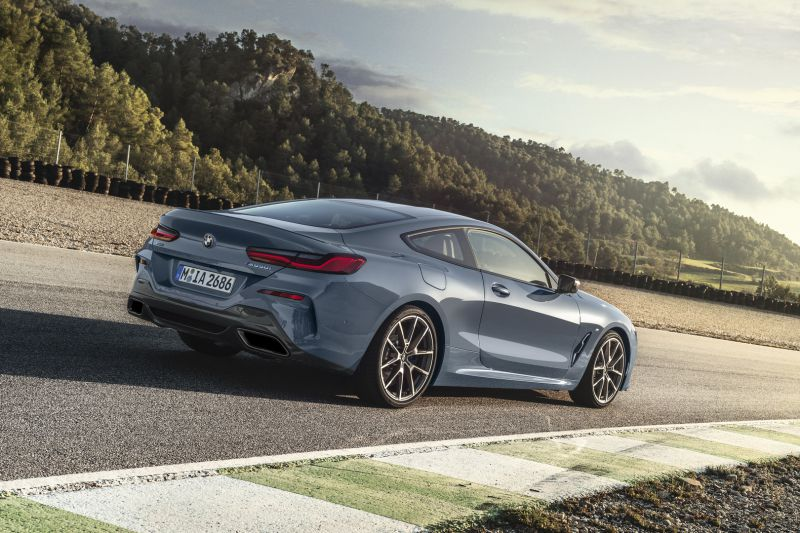 P90306594_highRes_the-all-new-bmw-8-se_resize