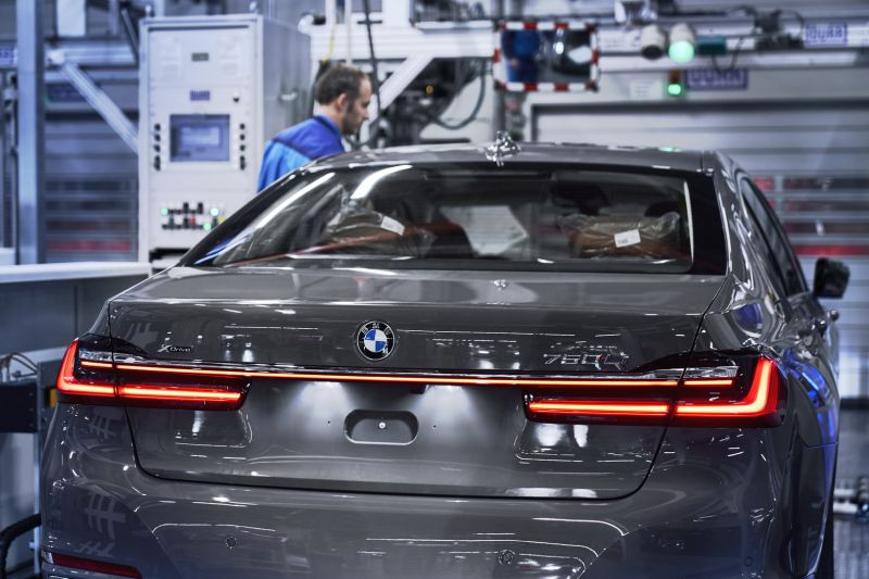 P90339895_highRes_the-new-bmw-7-series_resize