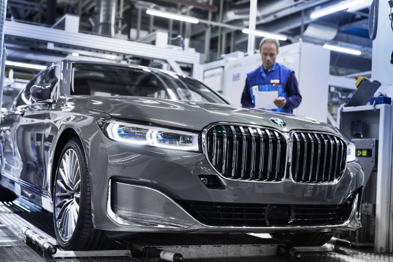 P90339896_highRes_the-new-bmw-7-series_resize