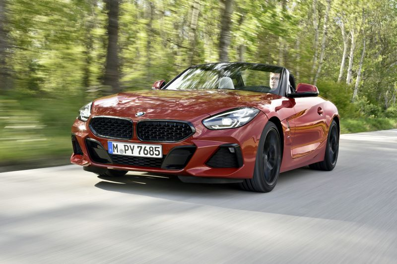 P90349109_highRes_the-new-bmw-z4-roads_resize