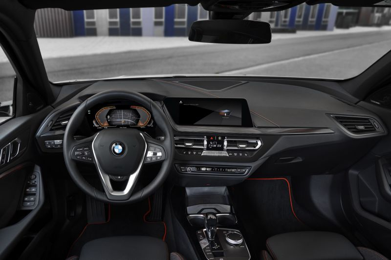P90349628_highRes_the-all-new-bmw-1-se_resize