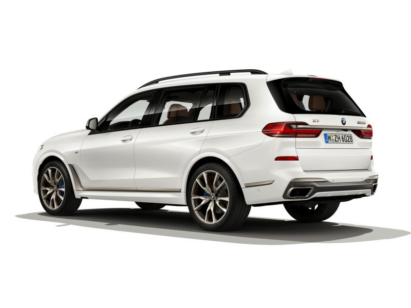 P90351131_highRes_the-new-bmw-x7-m50i-_resize