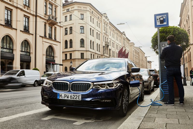 P90359979_highRes_the-new-bmw-530e-sed_resize