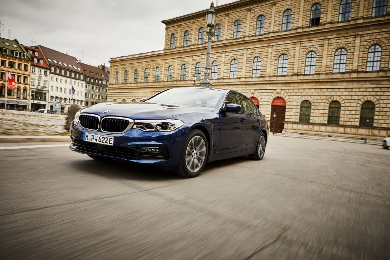 P90361864_highRes_the-new-bmw-530e-sed_resize