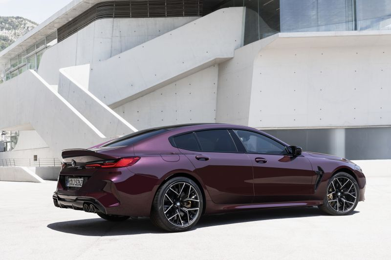 P90369573_highRes_the-new-bmw-m8-gran-_resize