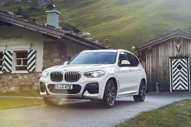 P90374470_highRes_the-new-bmw-x3-xdriv_resize