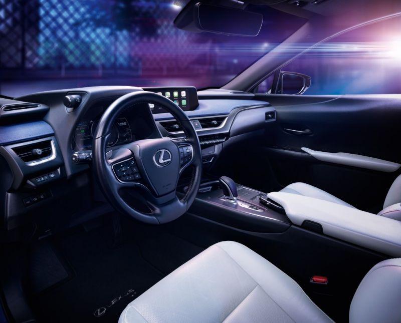 Lexus_UX_300e_11_2