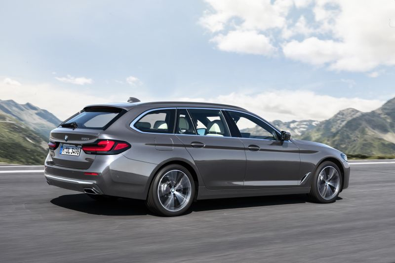 P90389085_highRes_the-new-bmw-530i-tou_resize