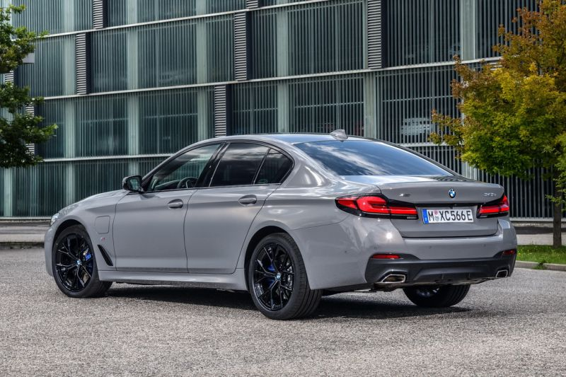 P90395438_highRes_the-new-bmw-545e-xdr_resize