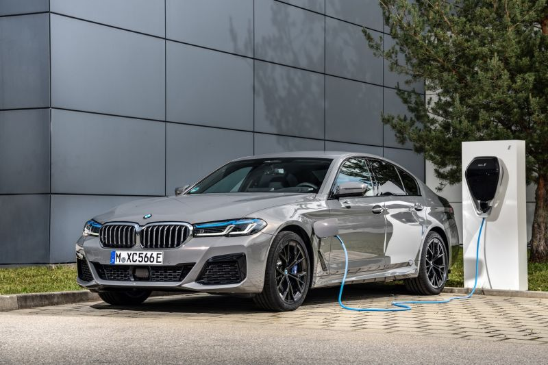 P90395490_highRes_the-new-bmw-545e-xdr_resize