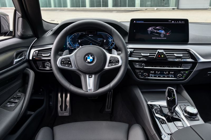 P90395500_highRes_the-new-bmw-545e-xdr_resize