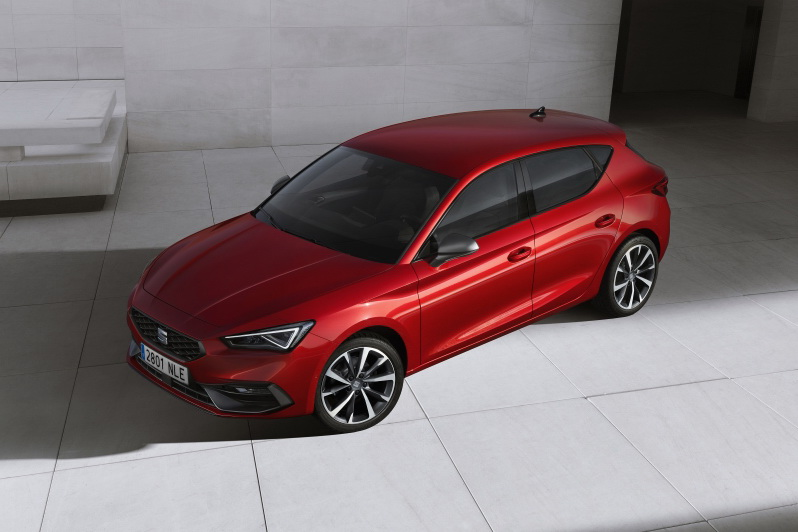 SEAT-launches-the-all-new-SEAT-Leon_01_small