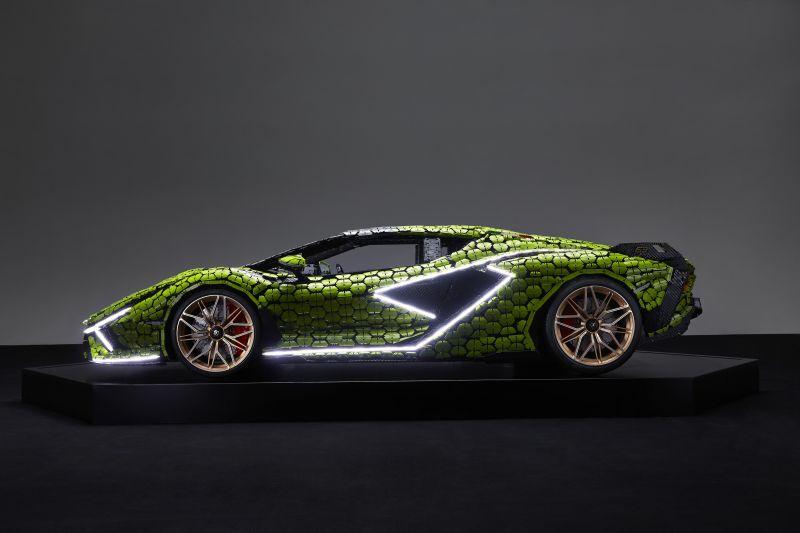 Life-size LEGO Technic Lamborghini Sian FKP 37 (1)