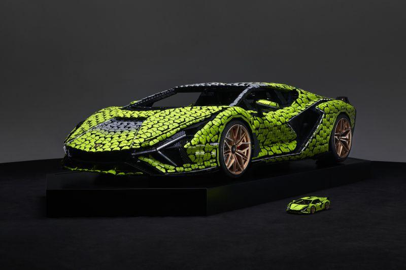 Life-size LEGO Technic Lamborghini Sian FKP 37 (2)