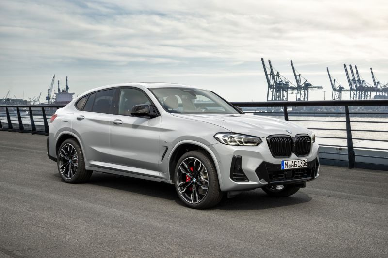 P90424727_highRes_the-new-bmw-x4-m40i-_resize
