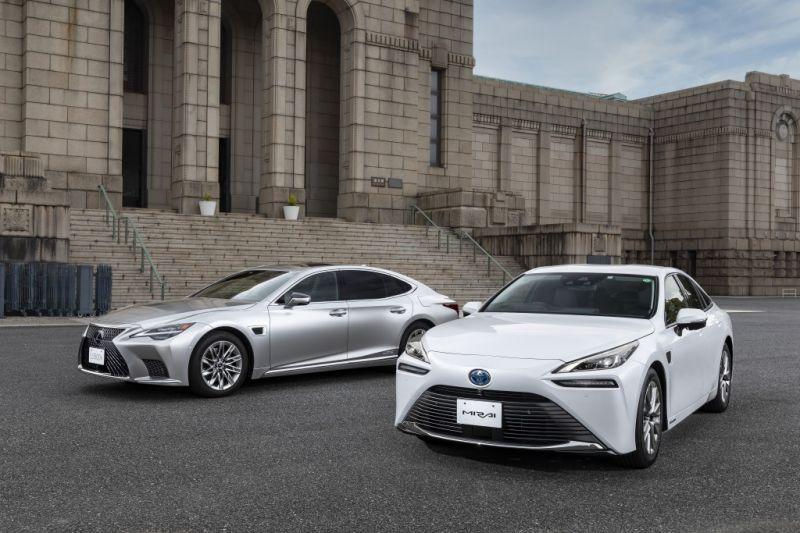 Toyota_Mirai_Lexus_LS_onvezeto (17)
