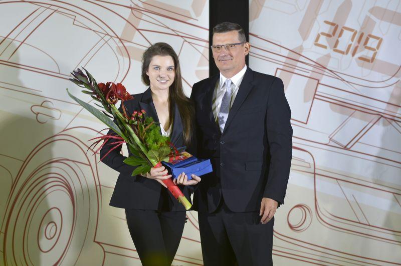 Keszthelyi Vivien_Az év női autóversenyzője (2)-min