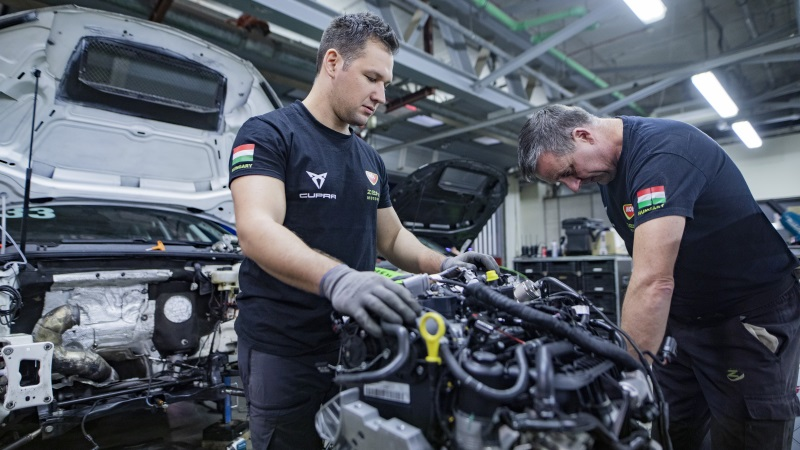 the-cupra-leon-competicion-gearing-up-for-action-at-the-wtcr-2020_02_hq