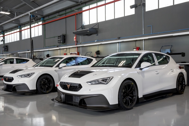the-cupra-leon-competicion-gearing-up-for-action-at-the-wtcr-2020_03_hq